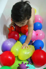 water balloons water balloons sensory play bath time marmite et ponpon