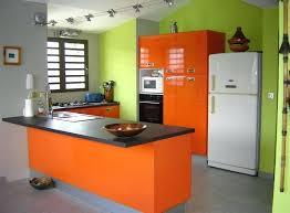 cuisine mur vert pomme cuisine mur vert pomme cuisine avec meubles oranges et murs verts
