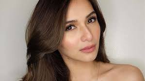 filipina artist with copper brown hair color the best shade of brown for your hair according to your skin tone