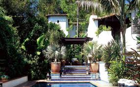 amazing outdoor spaces at the homes of george clooney courteney