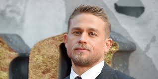 how to get thecharlie hunnam haircut charlie hunnam almost lost king arthur role