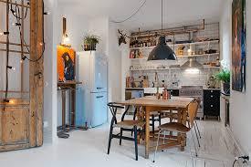 cuisine chaleureuse une cuisine d artiste à la déco familiale pour une ambiance