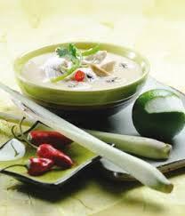 cuisiner citronnelle soupe de poulet à la citronnelle et au lait de coco recettes de
