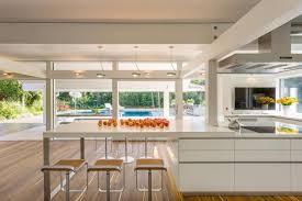 barhocker küche helle küche fensterfront barhocker küche wohnküc couchstyle