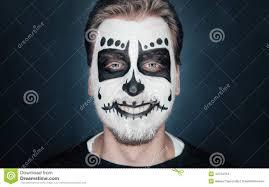maquillage gothique homme homme de sourire avec le maquillage de crâne de sucre photo stock