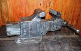 here is the other side of the reed 106 bench vise reed bench
