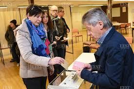 bureau de vote tours election présidentielle max revivez le premier tour de l