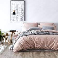 chambre grise et poudré très harmonie de couleurs gris bois cuivre et poudré