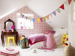 guirlande pour chambre bébé chambre enfant chambre bébé moderne sous combles guirlande
