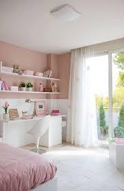wohnideen kinderzimmer wandgestaltung wandgestaltung jugendzimmer mädchen rosa weiße möbel balkon