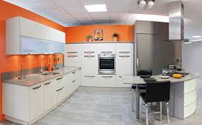 cuisine mur taupe décoration cuisine orange et 88 cuisine orange et