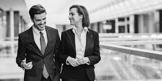 relation au bureau amour au bureau faut il cacher une relation avec un collègue