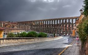 the ancient roman aqueduct in the city in italy wallpapers and