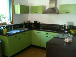 meuble cuisine vert anis post haut brillant et superbe meuble de cuisine vert anis dans