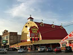 Comedy Barn In Pigeon Forge Tennessee Fun With The Kids At Wonderworks Ad Raising My 5 Sons