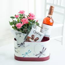 flowers wine pink and wine gift box flyingflowers co uk