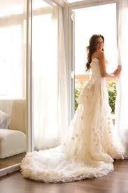 Wedding Dress With Train To Consider When Picking A Wedding Dress With A Long Train