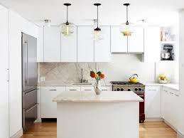 cuisine sol parquet design interieur crédence cuisine quartz beige meubles blanc neige