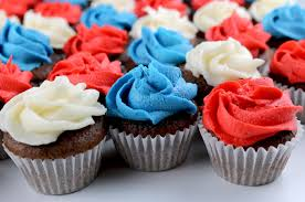 red white and blue mini cupcakes two sisters crafting
