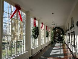 window wreaths adorable christmas window decorations and some craft ideas