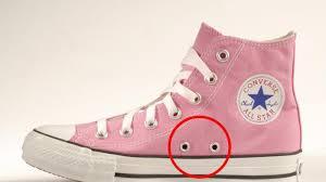 Sepatu Converse Pic di setiap sepatu converse selalu ada dua lubang ternyata ini