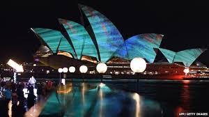 australia s sydney opera house light show wows visitors news