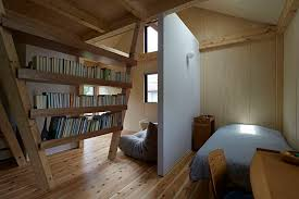 separation chambre chambre buvreau avec collonne bois comme séparation y house