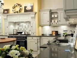 corniche pour cuisine corniche meuble cuisine fabulous corniche bois pour meuble cette