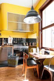 cuisine gris et vert cuisine indogate deco cuisine gris et vert anis cuisine mur jaune