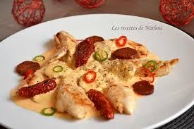 cuisiner aiguillette de poulet recette aiguillettes de poulet sauce crémeuse au chorizo la