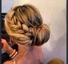 Hochsteckkurzhaarfrisuren Einfach by Die Besten 25 Einfache Brautjungfer Haar Ideen Auf