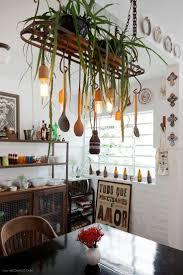 15 best famous floor plans images on pinterest himym floor uma antiga grade serve como suporte para as plantas e pendente na cozinha dessa casa de