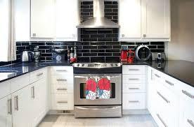 cuisine en carrelage carrelage métro noir qui invite l élégance dans nos domiciles