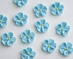 edible blue flowers blue royal icing forget me not flowers set of 12 cakegirls