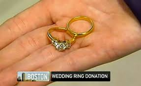 widow wedding ring widow offers 21k for bridal jewelry dropped into salvation army