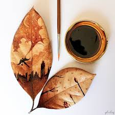 un pinta con café sobre hojas vegetales cultura inquieta