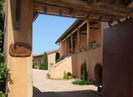 chambres d hotes beaujolais séjourner ou dormir beaujolais vignoble