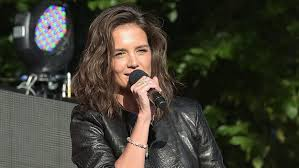 curly lob hairstyle katie holmes haircut how to get her curly lob look