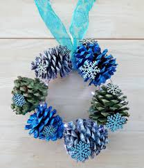pinecone wreath 30 decorative diys to make a pine cone wreath guide patterns