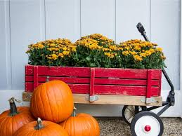 outdoor fall decorations get inspired for fall with these outdoor decorating ideas diy