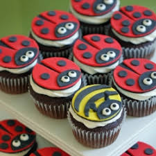 bumble bee cupcakes how to make ladybug and bumble bee cupcake toppers tastespotting