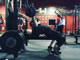11 beginner bench press tips for women