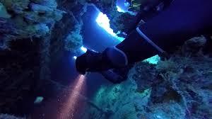 sea dragon 2500 photo video dive light wreck diving with the sea dragon 2100 dual beam photo video dive
