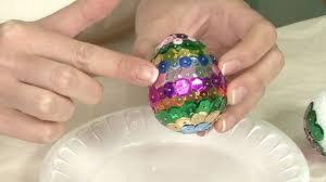 glitter easter eggs decorating easter eggs with glitter monkeysee