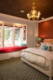 banc chambre coucher window seat ou l aménagement chambre à l ambiance douillette