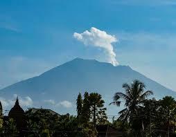 bali volcano update live mount agung on brink of eruption as