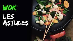 cuisiner dans un wok wok les 5 principes de base en vidéo