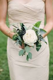 bridesmaid bouquets these single flower bridesmaid bouquets are so on trend wedding