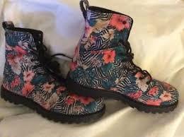 s lace up boots size 9 volcom go figure black zebra print floral combat lace up boots
