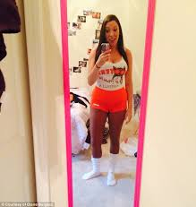 Halloween Hooters Costume Confessions Hooters Waitress Daily Mail
